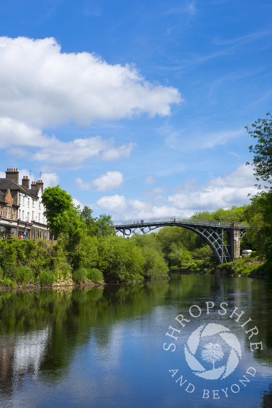 The Iron Bridge spanning the River Severn, Ironbridge, Shropshire.
