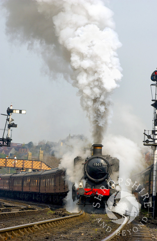 A GWR 1500 Class locomotive steams out of Bridgnorth Station, Severn Valley Railway, Shropshire.