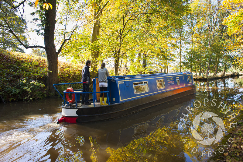 Autumn colour along the Llangollen Canal at Ellesmere, Shropshire, England.