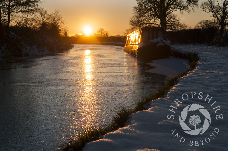 Winter sunset on the Llangollen Canal at Ellesmere, Shropshire, England.