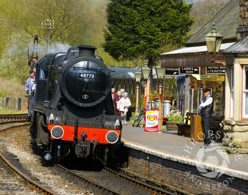 Steam locomotive LMS Stanier Class 8F 48773 pulls into Highley Station, Severn Valley Railway, Shropshire, England.