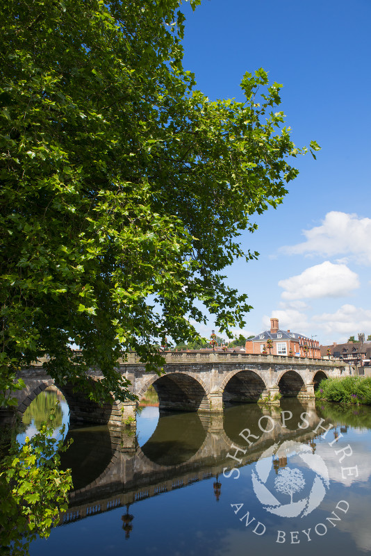 Welsh Bridge over the River Severn at Shrewsbury, Shropshire, England.