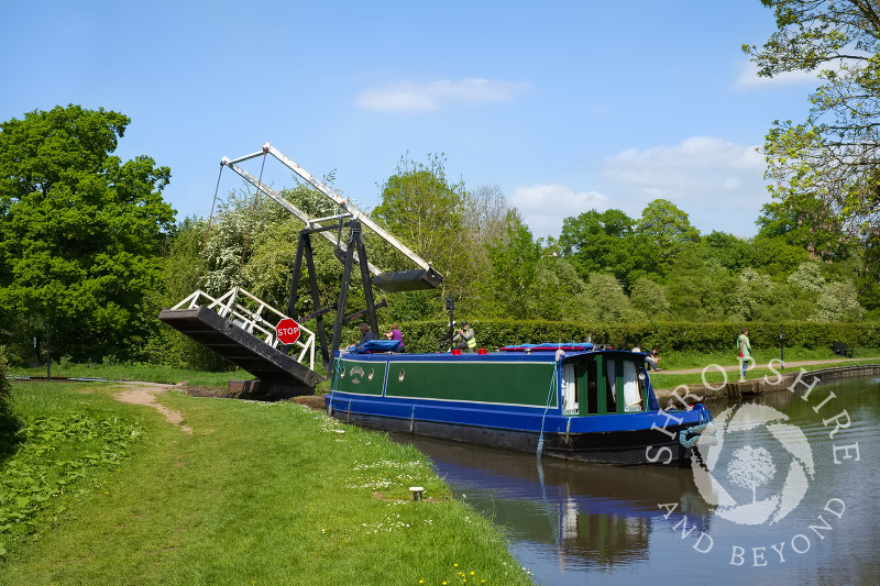 A narrowboat negotiates a lift bridge on the Llangollen Canal at Whitchurch, Shropshire.