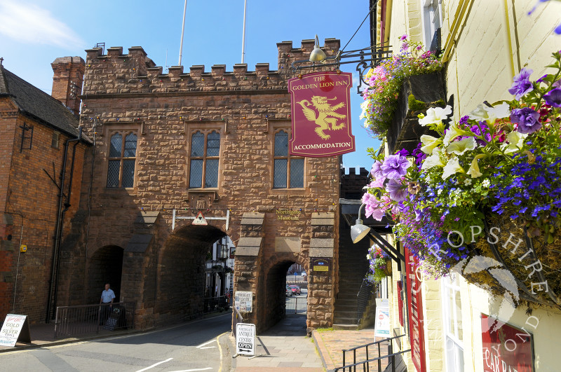 Northgate Museum and the Golden Lion Inn, Bridgnorth High Street, Shropshire, England.